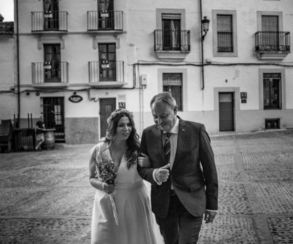Il papà accompagna la sposa